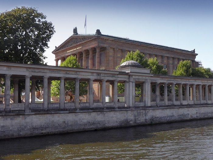 Schiffsvermietung Berlin Alte Nationalgalerie