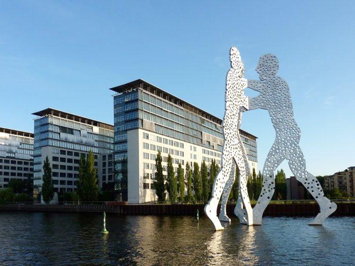 Schiffsvermietung Berlin Molecule Man