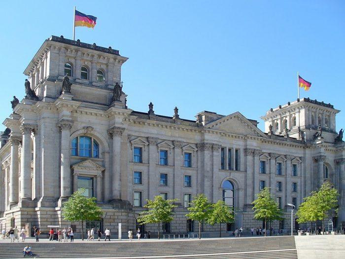 Schiffsvermietung Berlin Reichstagsgebaeude