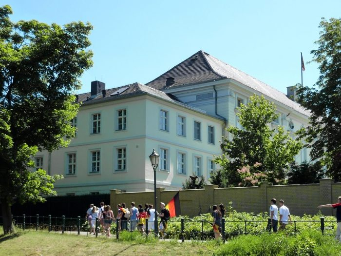 Schiffsvermietung Berlin Schloss Bellevue
