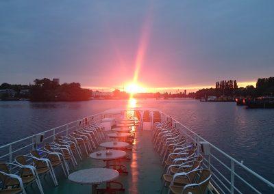 Sonnenuntergang - Ms Bon Ami - Schiff chartern Berlin