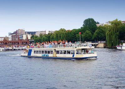 Seitenansicht der Ms Europa - Schiff chartern Berlin