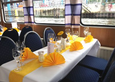 Tischdekoration auf der Ms Bon Ami - Schiff mieten Berlin