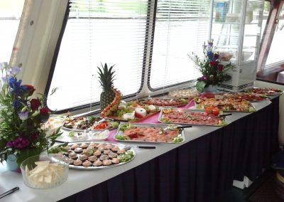 Buffet auf der Ms Bon Ami - Schiffsvermietung Berlin