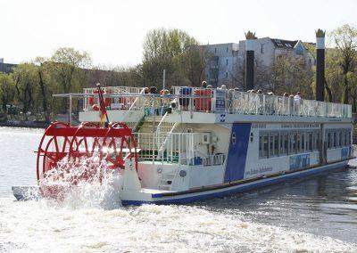 Ms Europa mit Schaufelrad - Schiffsvermietung Berlin