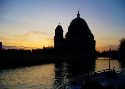 Berliner Dom am Abend - Ms La Belle - Schiffsvermietung Berlin