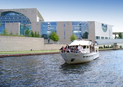 Ms Bellevue am Bundeskanzleramt - Yacht charter Berlin