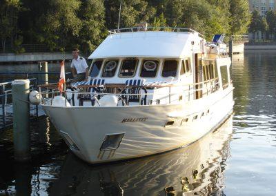 Frontansicht - Ms Bellevue - Yacht charter Berlin