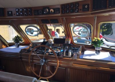 Ms Bellevue - Steuer - Yacht charter Berlin