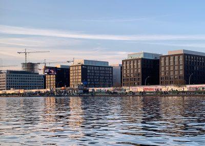Schifffahrt Berlin - East Side Gallery / MB-Arena