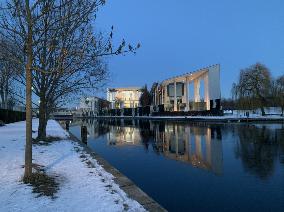 winterspaziergang-berlin-bundeskanzleramt